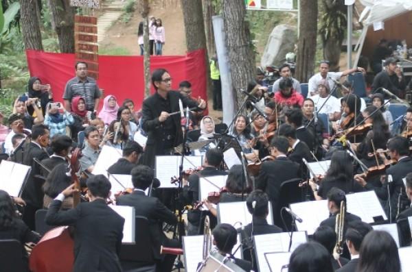 KOLABORASI KEREN SMM ORKESTRA BERSAMA ADDIE MS DI HUTAN PINUS DE'LOANO GLAMOROUS CAMPING PURWOREJO